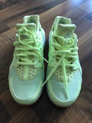 Nike Huaraches Women's Size 6