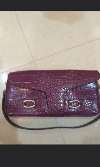 🚚 perlini wristlet handbag