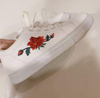 rose embroidery sneakers