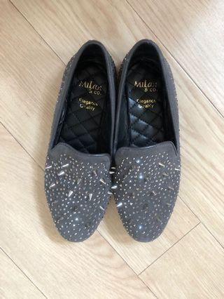 Milan & Co. grey flats with studs details 灰色窩釘平底鞋