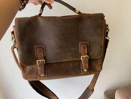 KATTEE leather bag to let go
