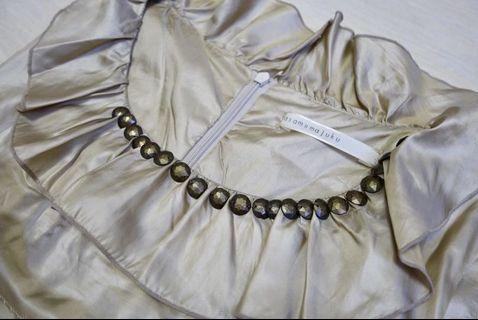 金色絲質連身裙