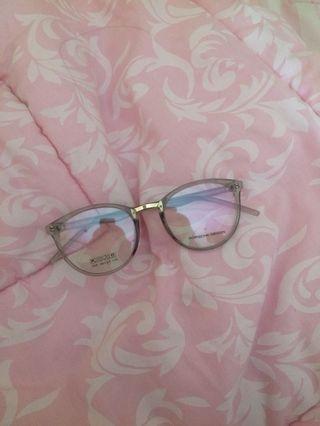 Kacamata warna grey