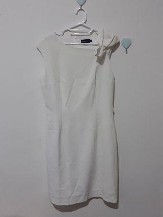 The Executive Right Ribbon White Dress