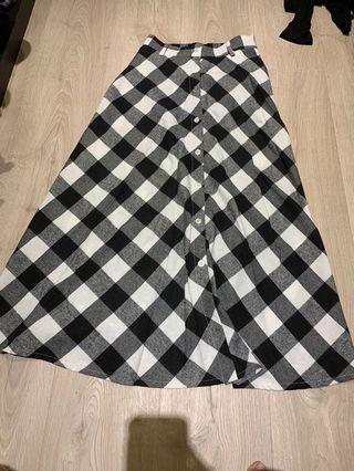 🚚 全新 格紋排釦長裙 L號內可穿