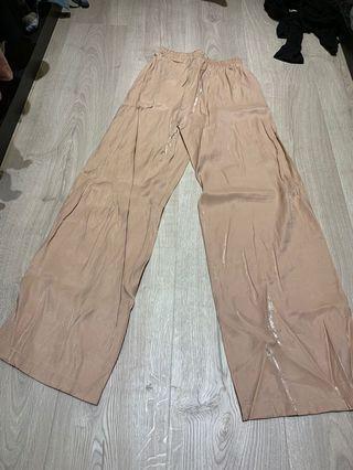 🚚 [本月特價!] 全新 材質很好軟長褲 L內可穿