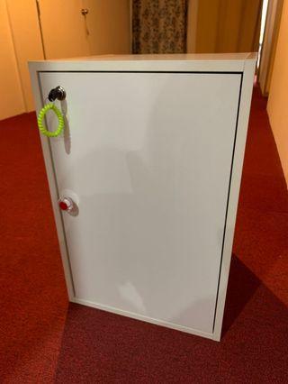 Cabinet locker