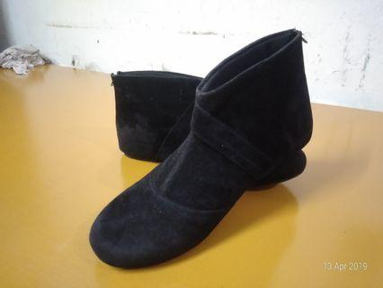 REPRICED Black Boots Fladeo 39
