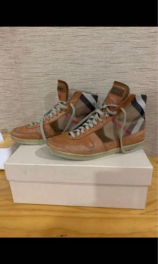 🚚 Burberry Hi Top Sneaker