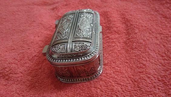 Tempat Emas/Perhiasan Barang Antik Kotak Emas Ukiran