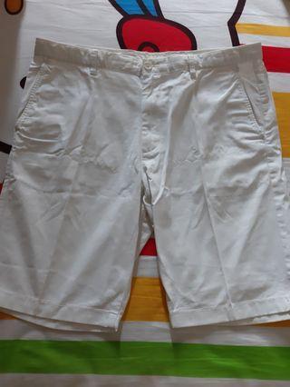 Celana Pendek Putih Uniqlo