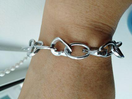 🚚 Heart-shaped Bracelet