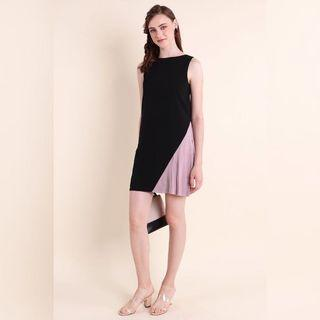 COURTNEY COLOURBLOCK ASYMMETRICAL PLEAT TRAPEZE IN BLACK