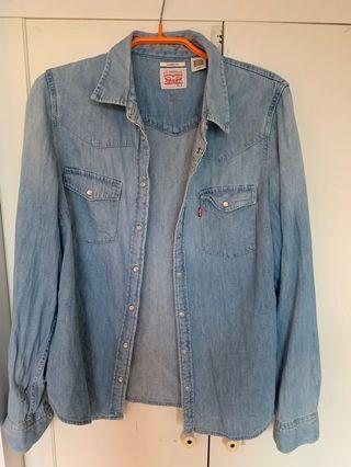 🚚 Levi's 女S 淺藍牛仔經典襯衫/外套