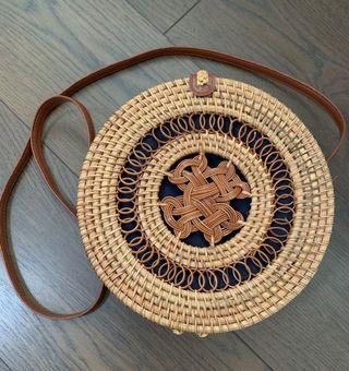 🚚 Round Rattan Sling Bag