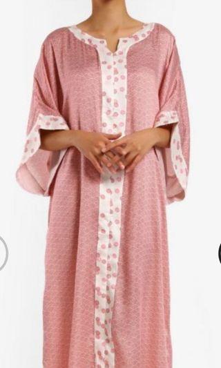 Koosboo Narumi Kaftan / jubah in sakura pink