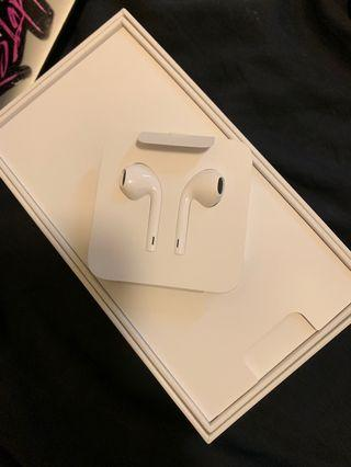 🚚 Brand New Apple Earpods with Lightening Connector