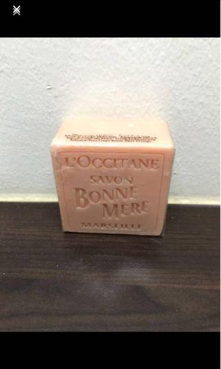 🚚 L'Occitane Bonne Mere Peach Body Soap