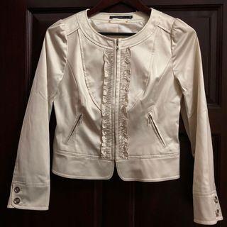 🚚 潘查西拉的法式風情|杏色緞面短版拉鍊外套