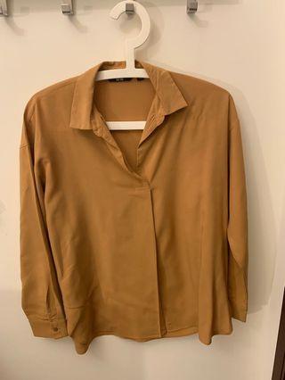 Uniqlo Women Beige Blouse Shirt 焦糖色襯衫(Size S)