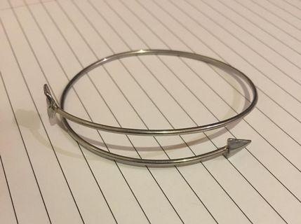 Wicked Wardrobe Arrow Bracelet