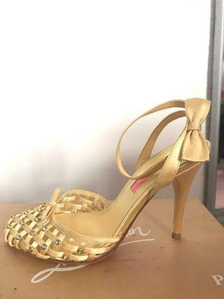 Betsey Johnson yellow crystal ankle wraps heels shoes 7