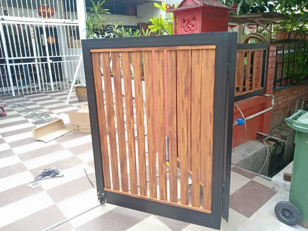 Aluminium non screw fencing and gates in timber look a like finish