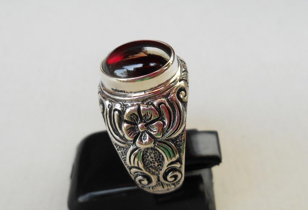Cincin perak 925 cabochon garnet , cincin yg dibuat oleh pengrajin perak kami. Harap minta ukuran !