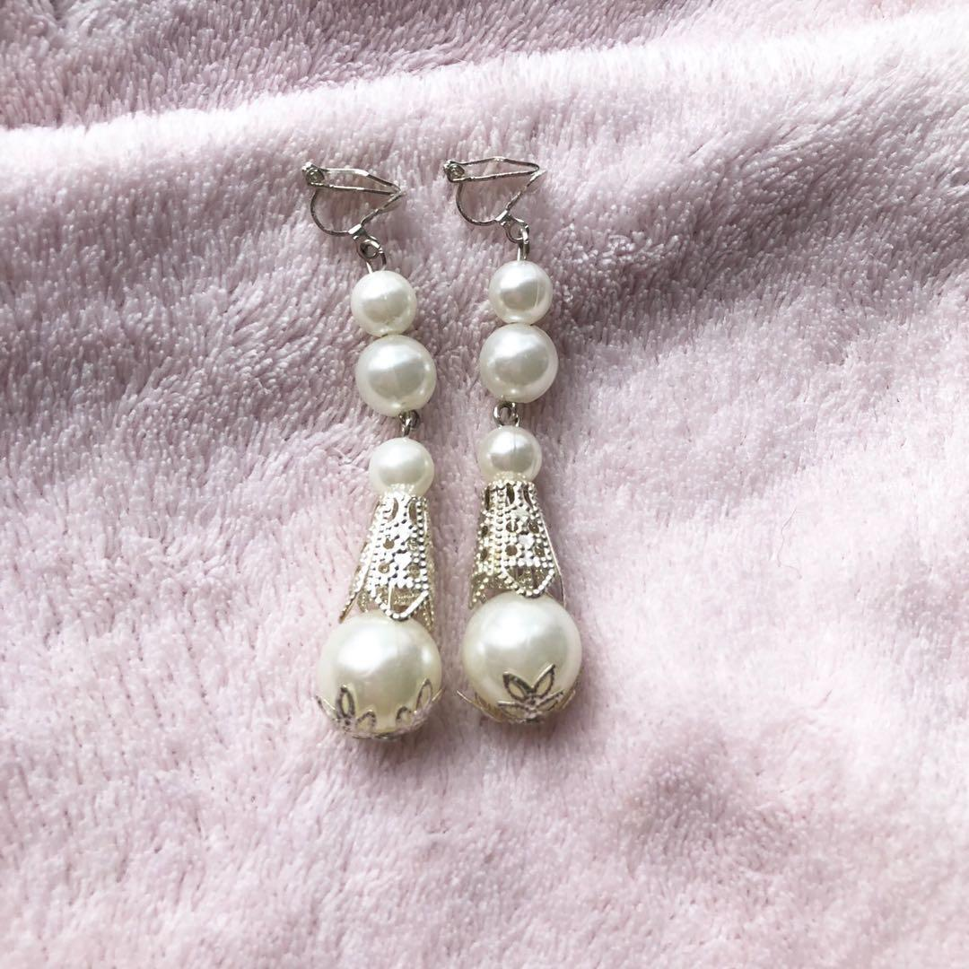 New shiny pearl with silver details clip on earrings