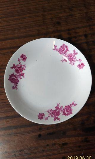 中國唐山紅花瓷碟。直徑8 吋