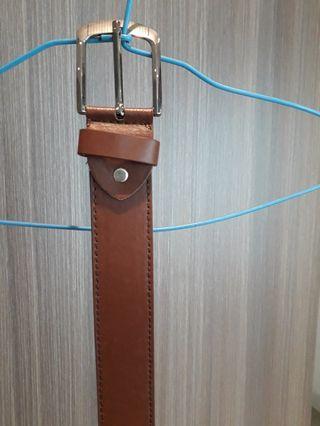 咖啡色皮革製皮帶(可優惠空間)