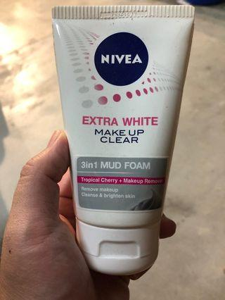Nivea Extra White Make Up Remover