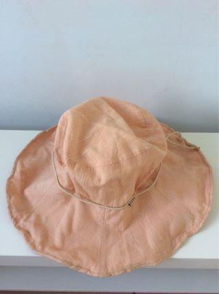 ELLE粉橘色帽子