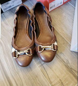 Burberry flat size 37 suitable for size 36