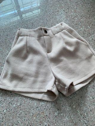 basic beige shorts