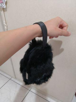 毛絨絨黑色手拿包