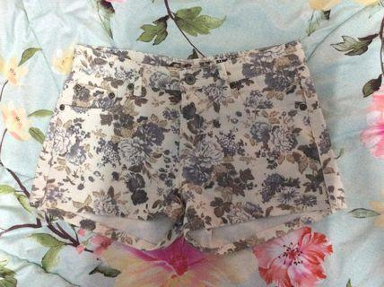 (Free postage) G&H floral shorts