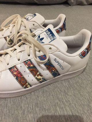 Adidas superstarts