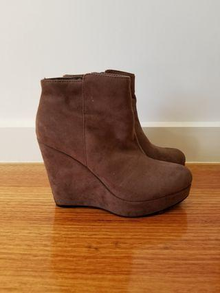 Forever 21 taupe coloured platforms boots size 8 AU