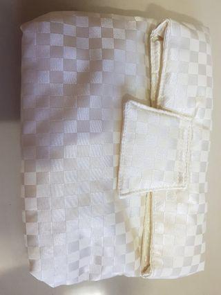 🚚 BNIB Naraya Pearl White Quilted Fabric Clutch