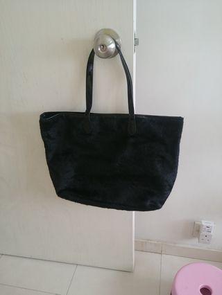 黑色毛毛手挽袋