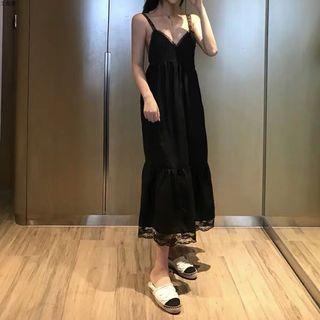 🚚 復古氣質性感露背吊帶黑色蕾絲長裙
