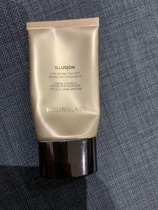 Hourglass illusion skin tint in warm ivory
