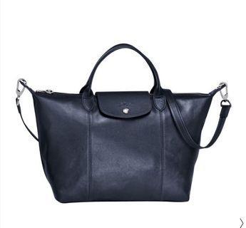 🚚 全新Longchamp Le Pliage Cuir小羊皮短把折疊M中型水餃包-海軍藍色 可當母親節禮物