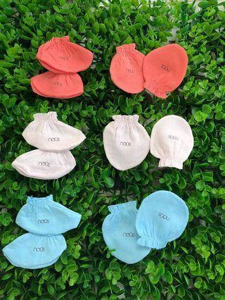 Set of cotton mittens & socks