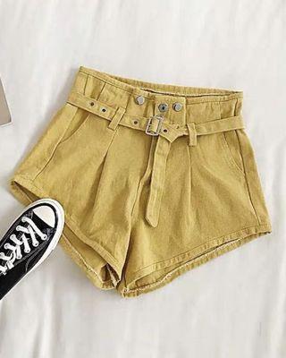 土黄色牛仔短裤+裤带
