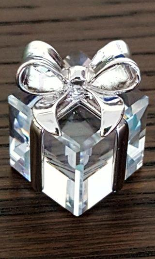 🚚 Swarovski Present with bow