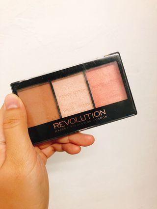 Makeup Revolution 三色修容打亮腮紅盤