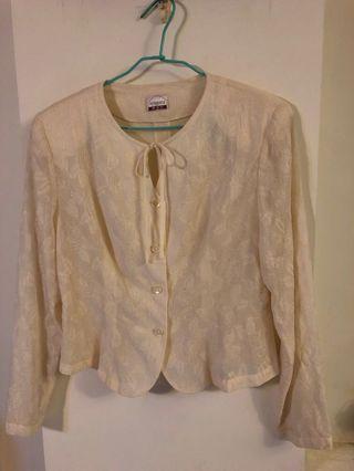 米色長袖提花上衣,適合冷氣房