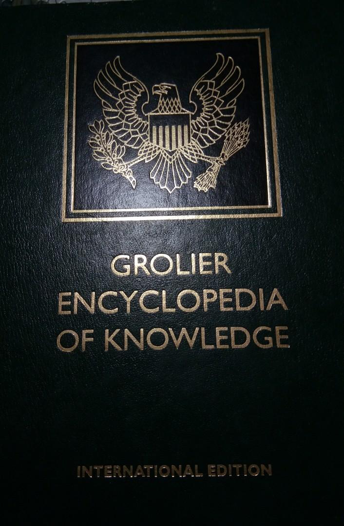 Grolier Encyclopedia Of Knowledge International Edition (complete set) with Dictionary